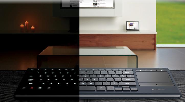 Logitech K830: Un teclado multimedia para el día y la noche