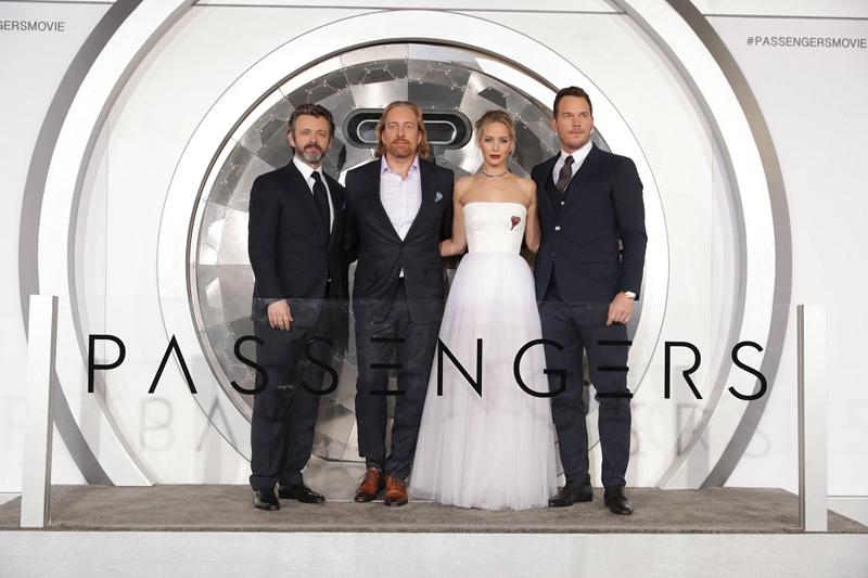 ジェニファー・ローレンスがセクシードレスで登場! クリス・プラットとのダブル主演作『パッセンジャー』ワールドプレミア開催