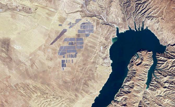 27 Quadratkilometer: Satellitenbilder der weltgrößten Solaranlage