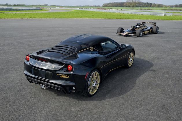 ロータスから、往年のF1マシンを思わせるJPSカラーをまとった「エヴォーラ スポーツ410 GPエディション」が登場
