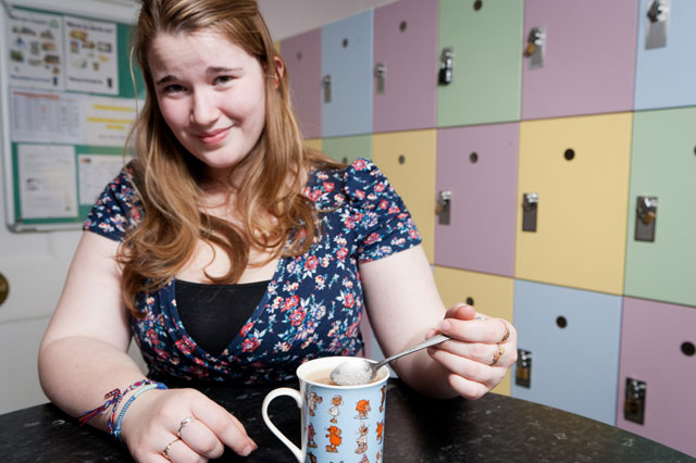 Teen so terrified of BUBBLES she can't do the washing up