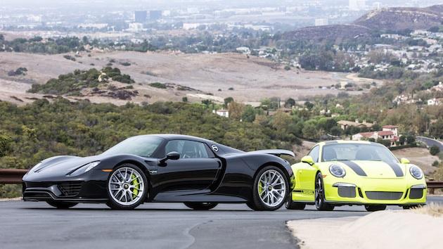 同じ製造番号のポルシェ「918スパイダー」と「911R」が2台そろってオークションに