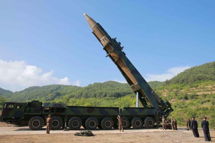 Corea del Nord, Onu approva sanzioni su export tessile, import greggio