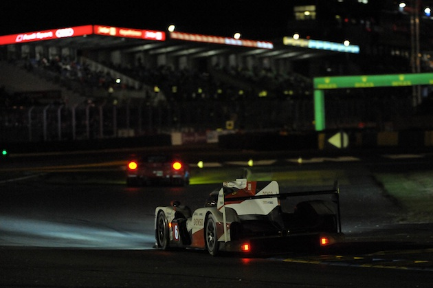 【2016 ル・マン24時間レース】夜から朝へ 上位チームをトラブルが襲う