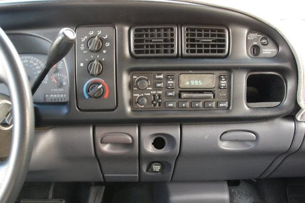 真夏のドライブで、エアコンを使わない方が燃料を節約できるとは必ずしも限らない?