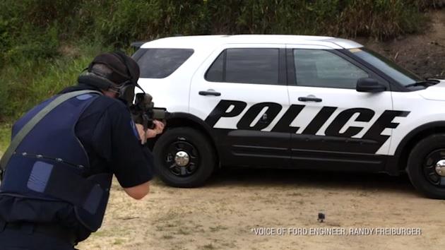 【ビデオ】フォード「ポリス・インターセプター」に30口径の徹甲弾を防ぐ防弾パネルを導入