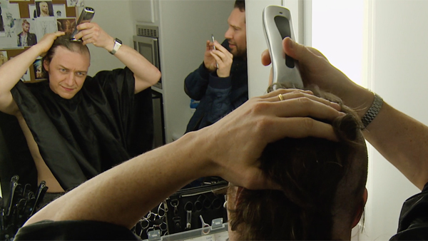 『X-MEN:アポカリプス』ジェームズ・マカヴォイが「ツルツル頭」になる様を収めた禁断の特別映像到着!