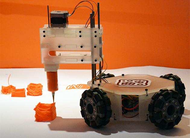 3 dbot roboter kutschiert 3d drucker durch den erweiterten druckraum video engadget deutschland. Black Bedroom Furniture Sets. Home Design Ideas