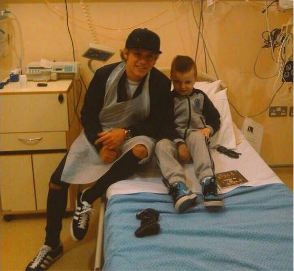 niall horan visits children's hospital
