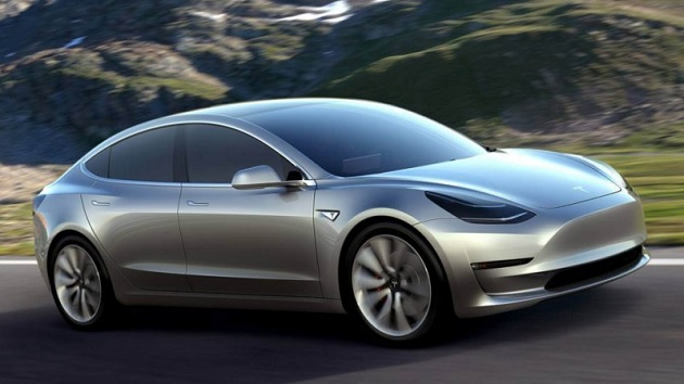 テスラの新型EV「モデル3」、予約受注台数はイーロン・マスクCEOの予想を遥かに上回る