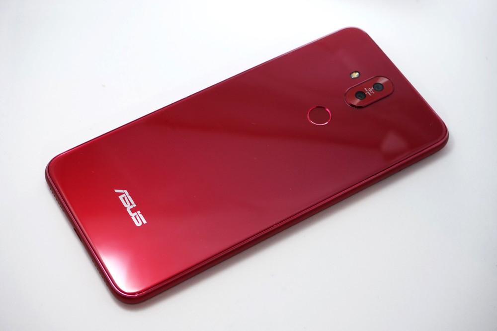 ZenFone 5Qの背面