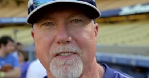 元MLB本塁打王マーク・マグワイア、52歳の現在の姿が話題に
