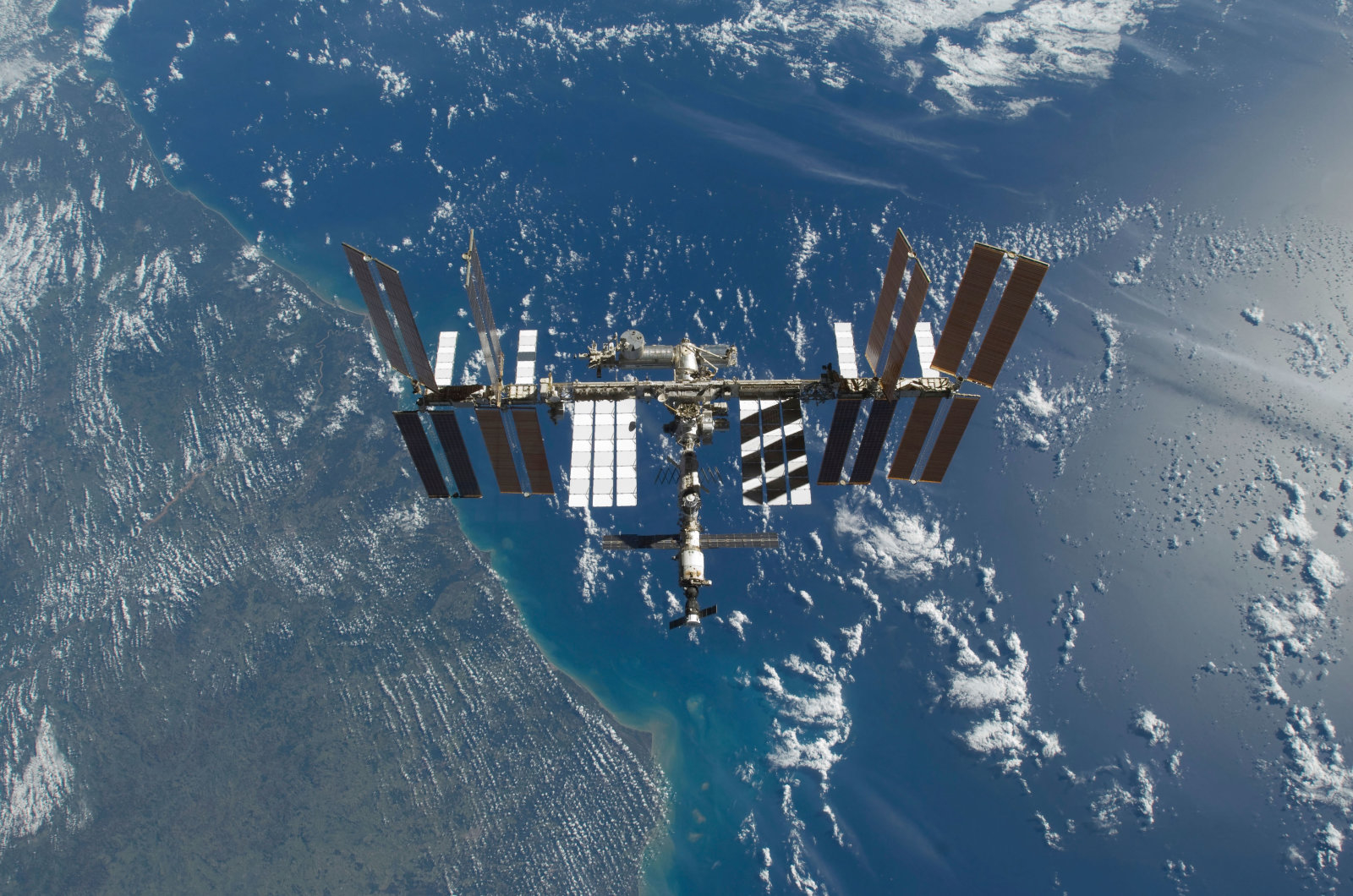 BH6TDA November 25, 2009 - The International Space Station in orbit above the Earth.