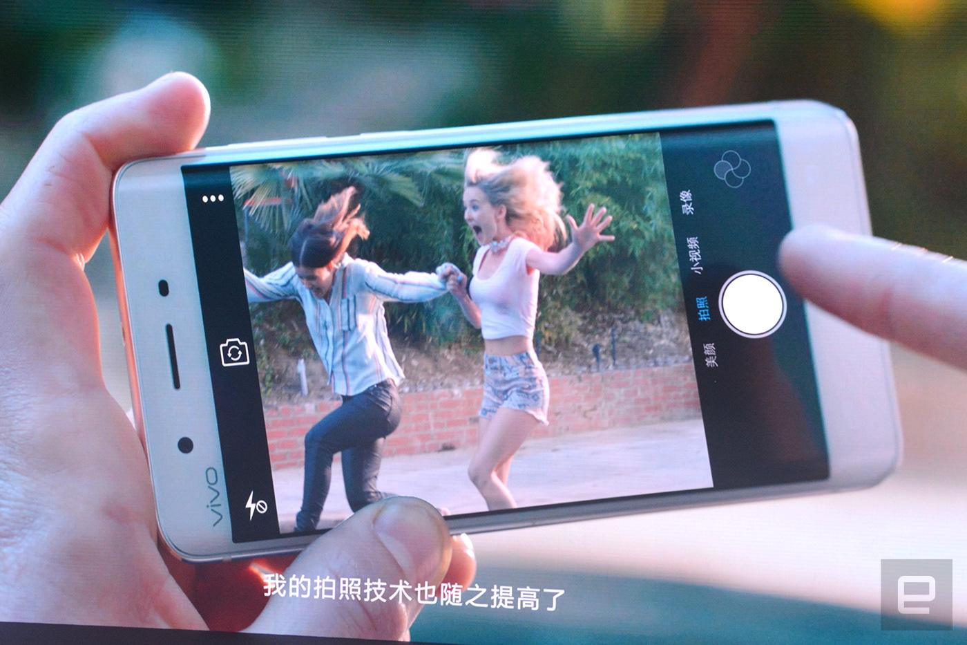 Vivo Xplay5 boasts 6GB RAM and a familiar curved screen