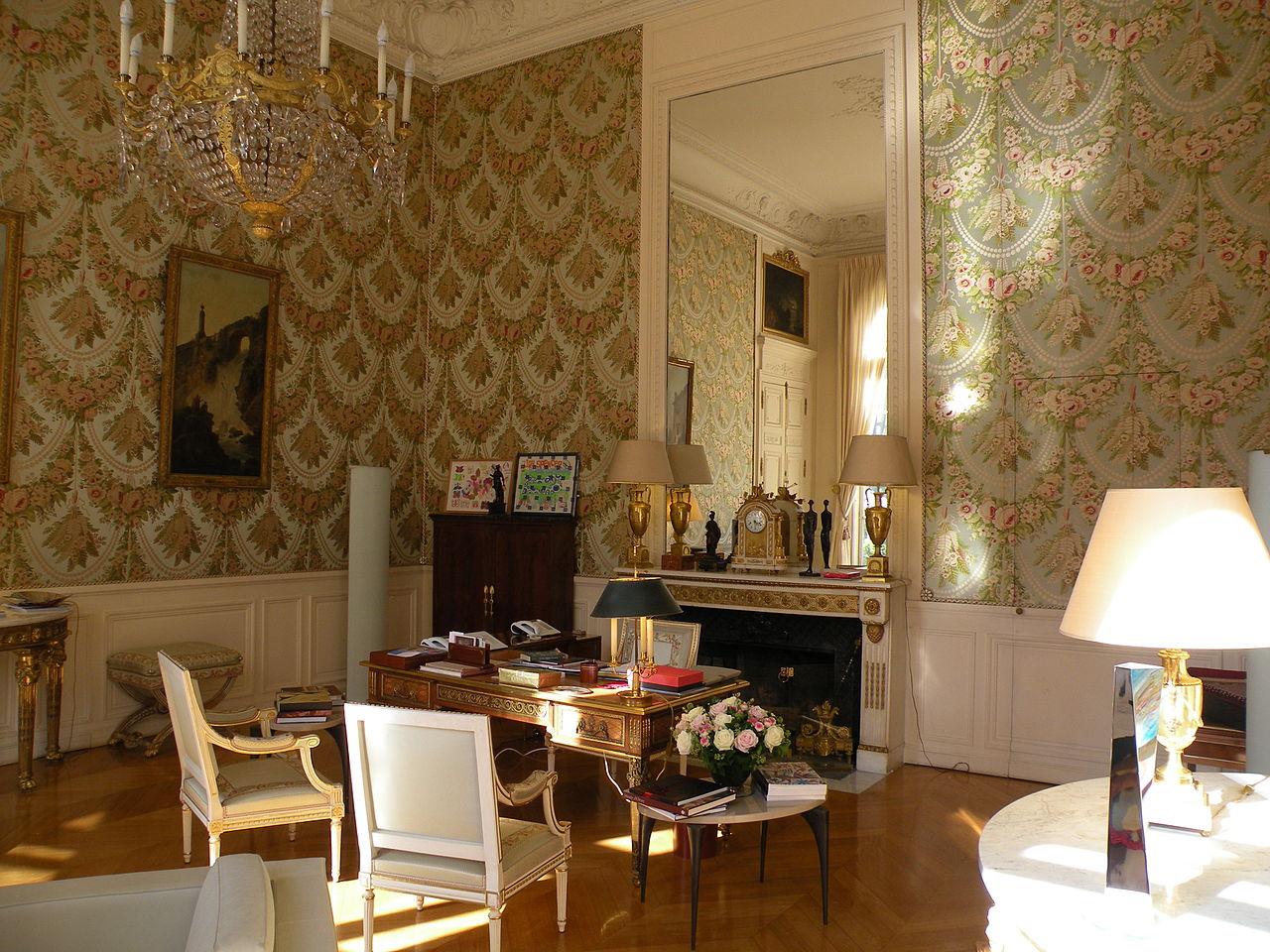 brigitte macron s 39 installe l 39 lys e. Black Bedroom Furniture Sets. Home Design Ideas