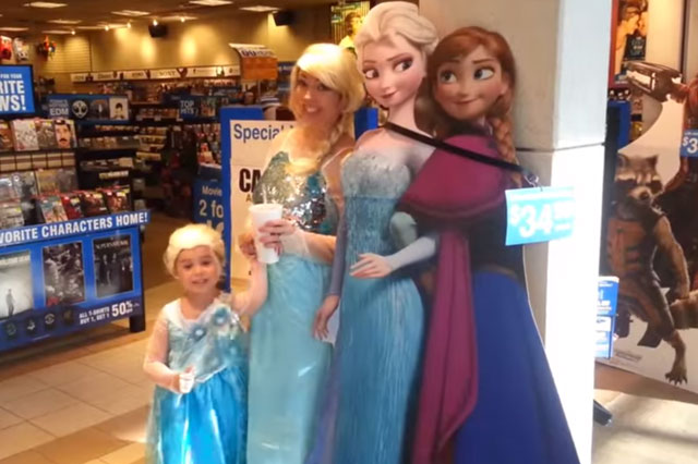 Frozen mad mum and daughter spend day as Elsa