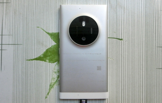 Lumia phone leaks with a 1020-like camera hump