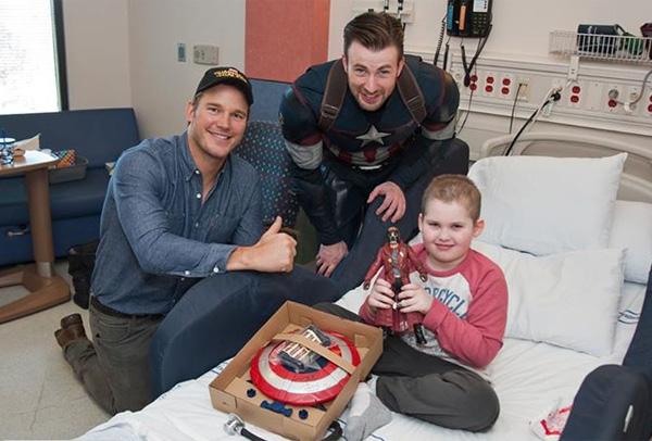 キャプテン・アメリカとスター・ロードが病院をサプライズ訪問、実生活もヒーローすぎる