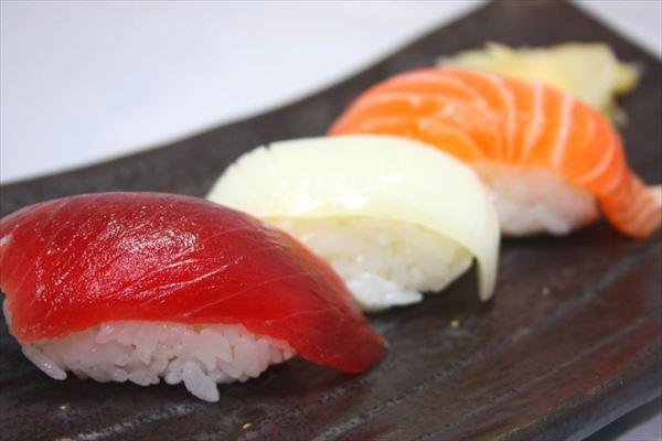「ソープランド寿司」?「戸塚ヨット巻き」?ヘンな名前の人気寿司店が話題