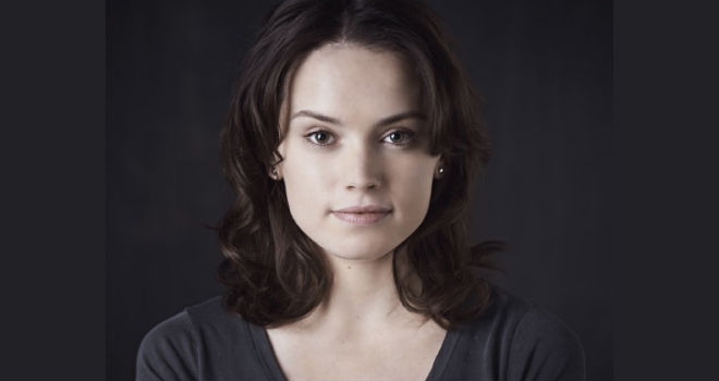 daisy ridley star wars episode vii+%281%29 Star Wars: Episode VII Newcomer Daisy Ridley Will Also Star in Episode VIII and IX