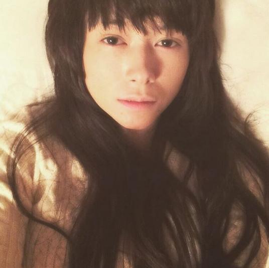 真木よう子が美しすぎるロングヘアー自撮り写真を公開 「寝れないよ」