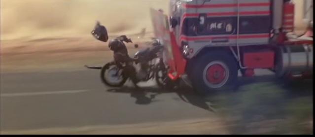 自分の車もブッ壊す!脚本ほぼ無い!映画『マッドマックス』シリーズの7つのトリビア