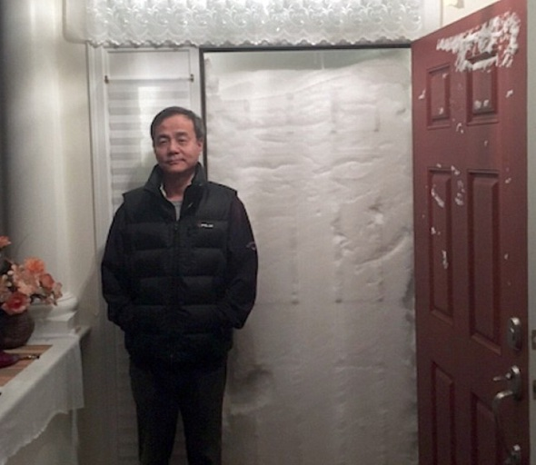 Storm Jonas:  Family tries to leave house, meets wall of snow with door imprint