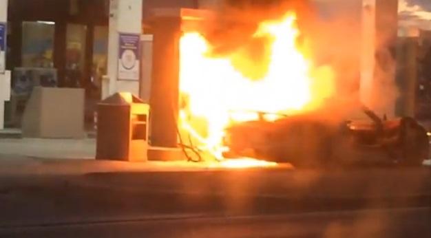 【ビデオ】ポルシェ「918スパイダー」がガソリンスタンドで炎上