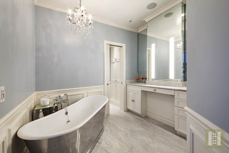 Jessica-Chastains-bathroom-b6dbc1.jpg