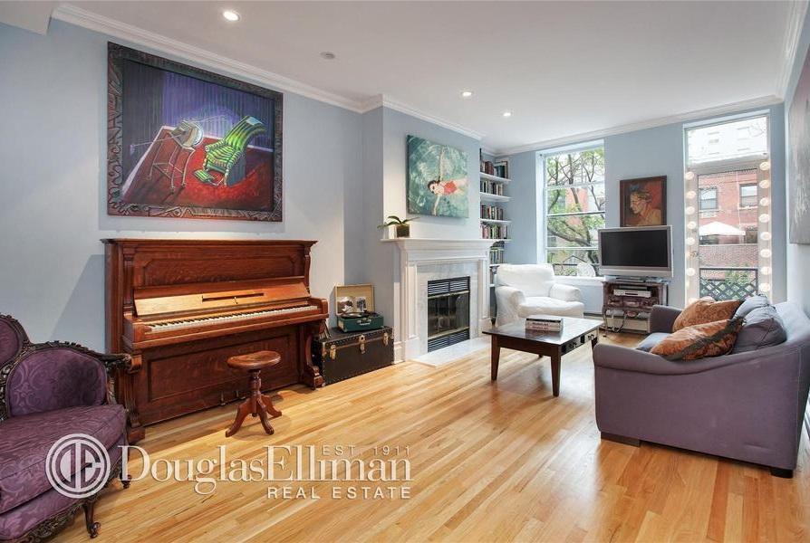 julia stiles living room