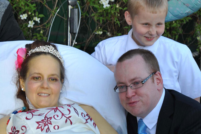 Dad arranges wedding in 24 hours to marry dying fiancee
