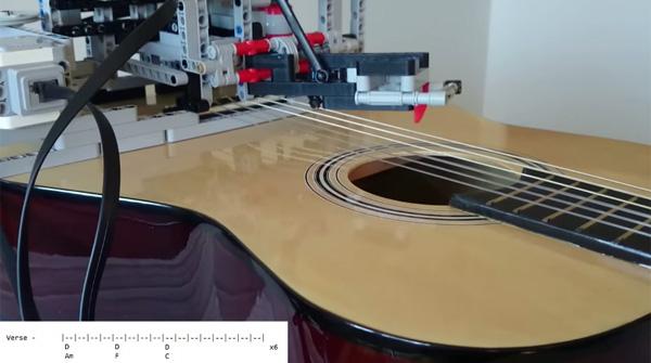 LEGO(レゴ)マインドストームで組んだギタリスト演奏がハンパない【動画】