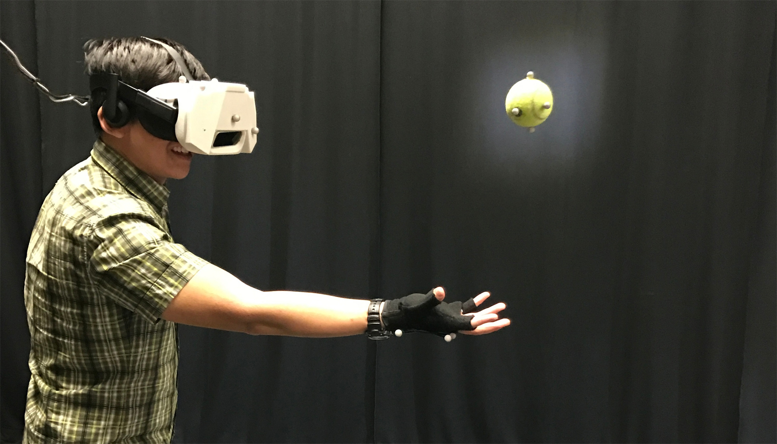 photo image Disney shows how you catch a real ball in VR