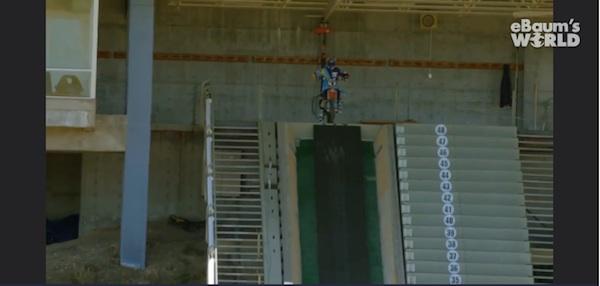 スキーのジャンプ台からジャンプするモトクロスライダーがエクストリームすぎる【動画】