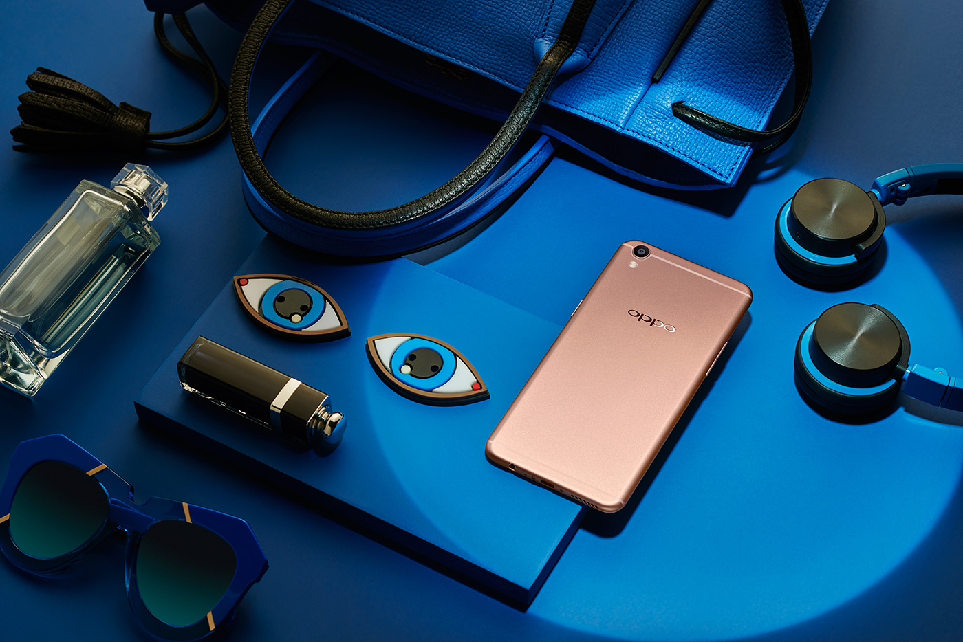 Oppo R9 is a fancy mid-range phone for selfie addicts