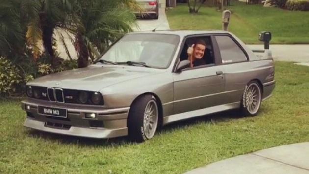 エンスーの鑑! 大型ハリケーンから守るために愛車BMW「M3」を自宅の居間へ避難させた米国人男性