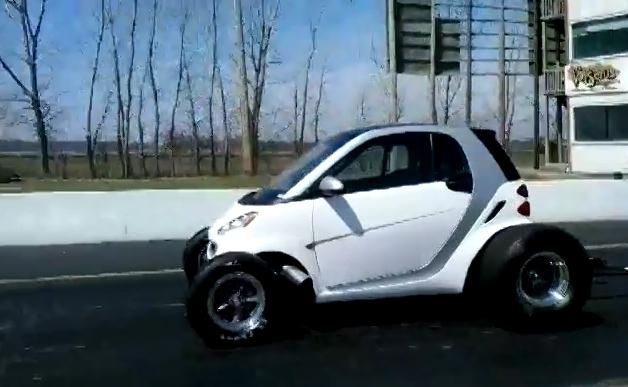 【ビデオ】スマート「フォーツー」にV8エンジンを搭載してみた!