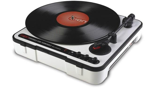 乾電池で動くUSB対応レコードプレイヤーION Audio Mobile LP発売。PC / iOSへ取り込み、スピーカーも内蔵
