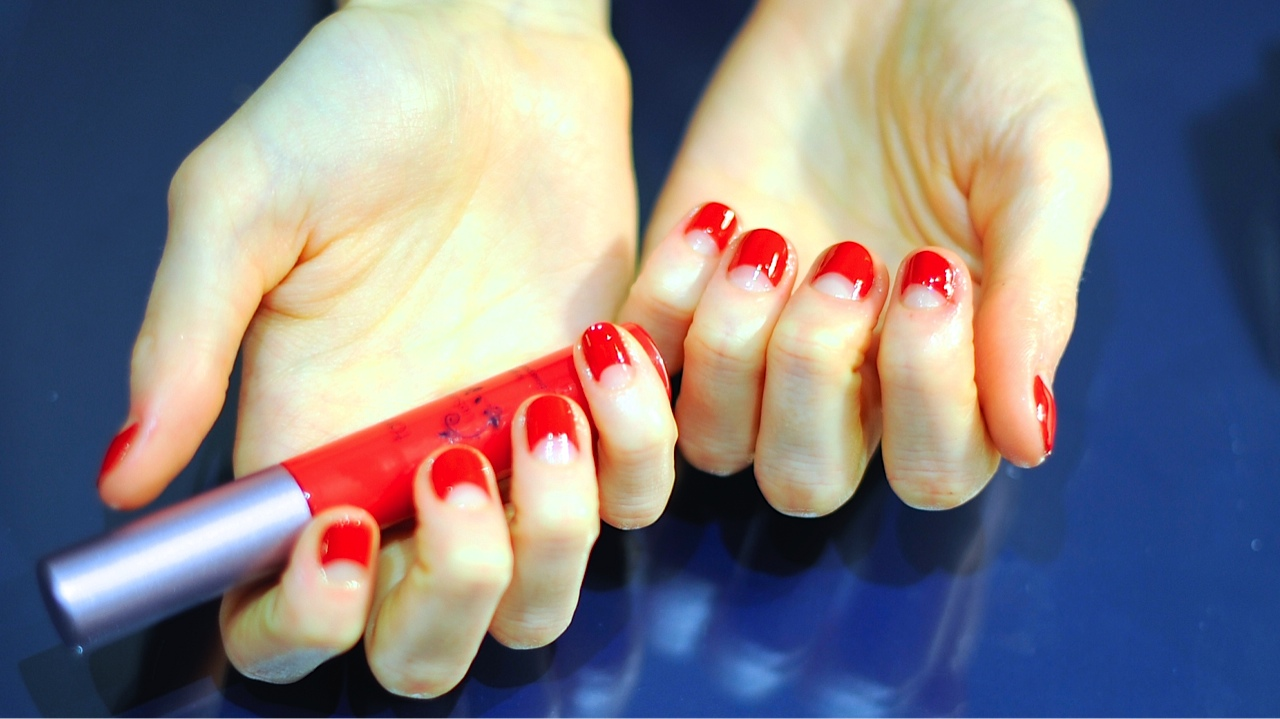 red manicure girl