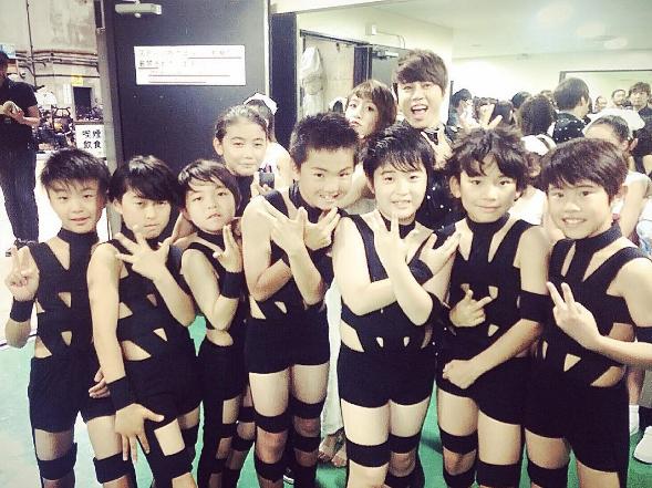 NHK『うたコン』西川貴教、「HOT LIMIT」で8人の子供たちがアノ衣装で踊りまくる演出が「破壊力ありすぎる」とネット大盛り上がり