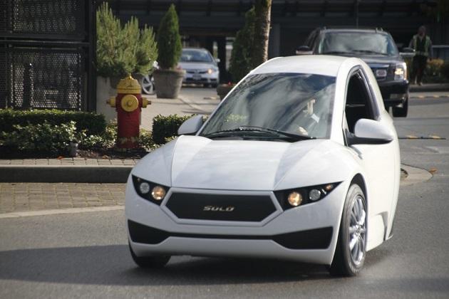 1人でクルマ通勤する人にピッタリ! エレクトラ・メカニカ社の電動3輪車「ソロ」が受注を開始