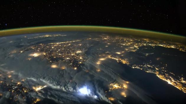 Feuerwerk für Aliens: Gewitter über dem Mittelmeer aus ISS-Perspektive