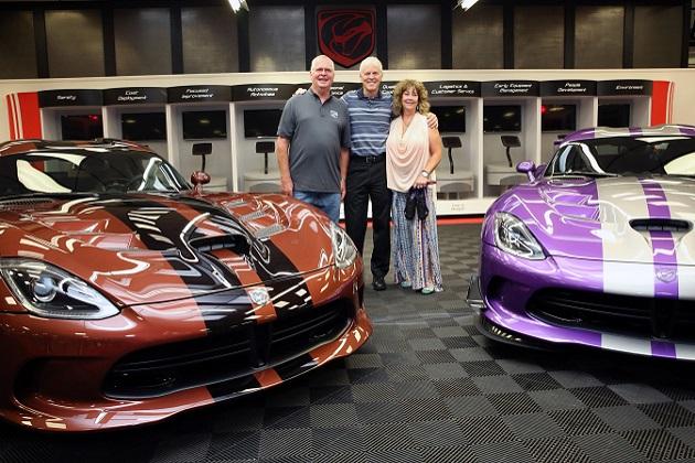 【ビデオ】77台のダッジ「ヴァイパー」を所有するコレクター夫婦が、新たに78台目と79台目を購入