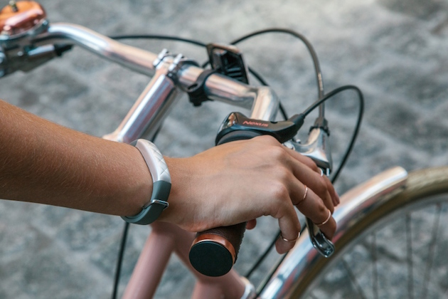 Jawbone and AmEx want you to pay for stuff with your fitness band