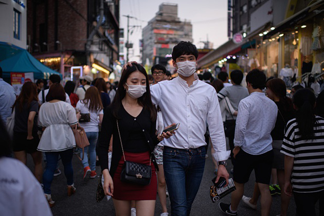South Koreans wear face masks to protect against MERS