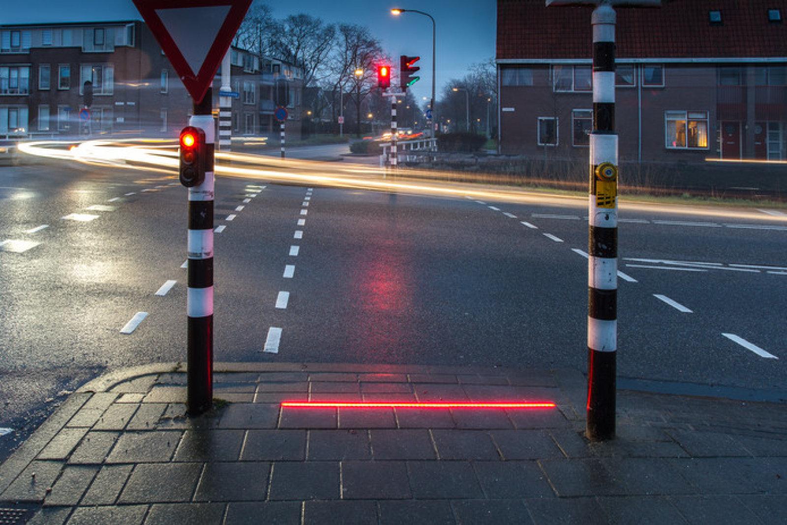 路面埋込み型信号機
