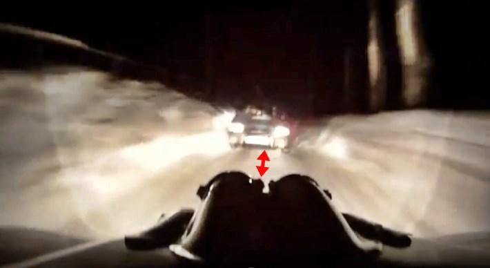 Idiotisch: Rallye-Crash bei Nacht wegen Gegenverkehr (Video)