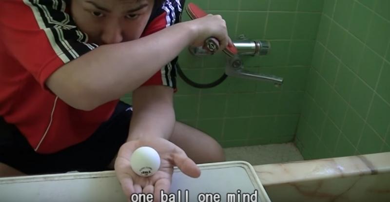 卓球芸人「ぴんぽん」の見事なトリックショットが海外でも話題に!