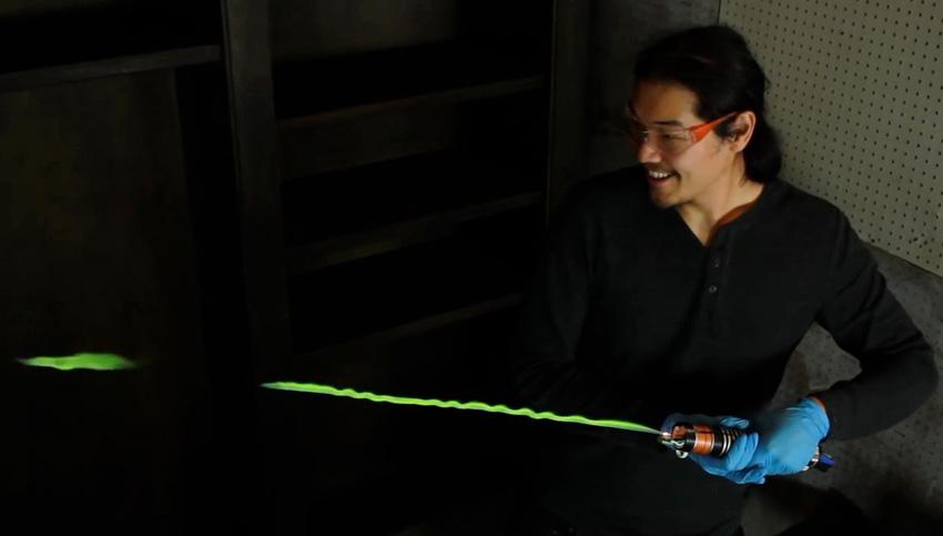 Gutenacht-Video: Lichtschwert aus grünen Flammen
