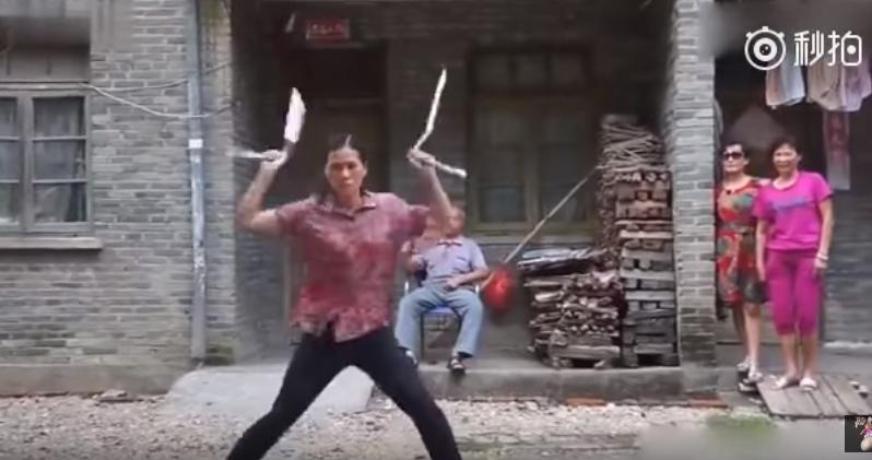 【これはスゴい!】驚異的なヌンチャクスキルを披露する43歳の中国人女性が話題に